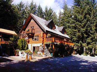 Vacation rentals whistler british columbia rainbow river lodge for Whistler cabin rentals